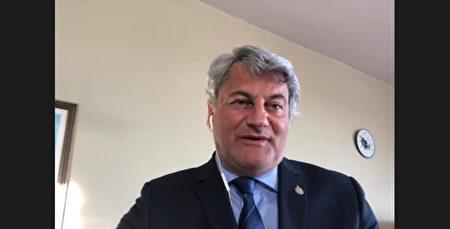 北克省國會議員傑拉爾德·德爾特爾(Gerald Deltell)出現影片新聞會。(趙錦榮提供)