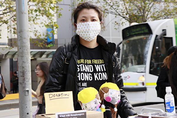 圖為澳洲公民何女士(Kim Ho)。(李奕/大紀元)