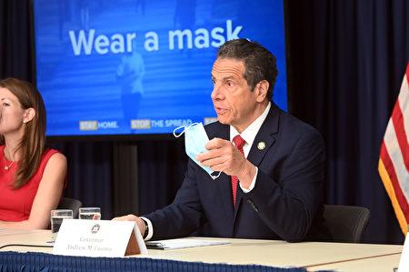 纽约州长库默表示,州内民众在公共场所配戴口罩是强制命令(Mandatory)。