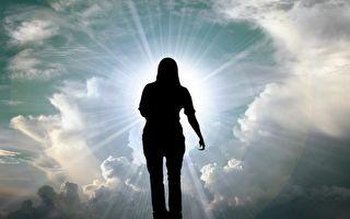 女子瀕死見上帝和耶穌 懇求還陽終獲重生