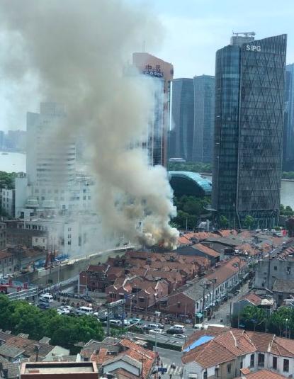 5月20日上午,上海市虹口區九龍路一居民家中發生火災。(網絡圖片)
