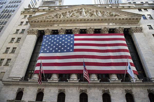 美國聯邦退休儲蓄投資委員會(FRTIB)宣佈,無限期延後退休基金對部份中國企業的投資,外界對此形容,美中金融戰已吹響號角。圖為紐約證券交易所外部一景。(戴兵/大紀元)
