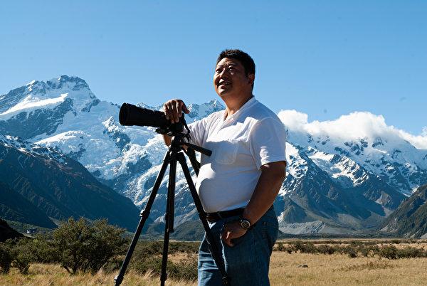 攝影師戴兵說,在他三十多年的攝影生涯中,大法活動和大法弟子的照片,是他一生中拍攝的「最美的畫面」。(戴兵提供)