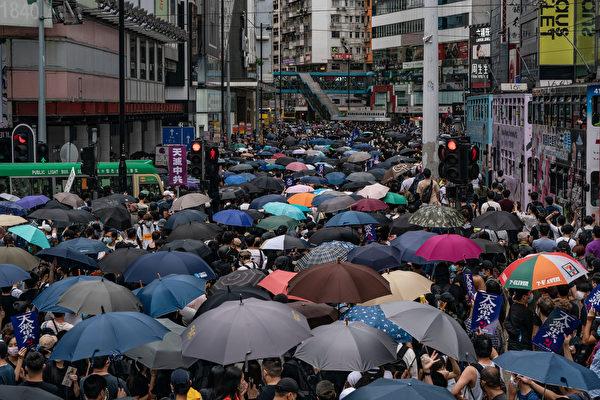 香港民眾上街抗議的情形。(Anthony Kwan/Getty Images)