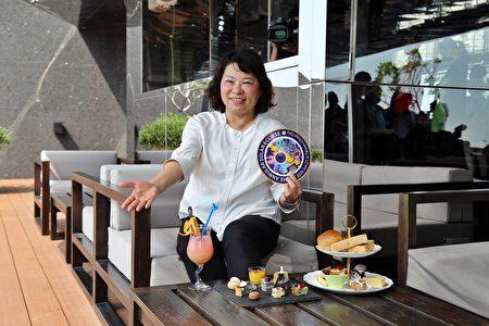 """市长黄敏惠表示,南台湾的阳光是天然的杀菌剂,嘉义市区内有上百公顷的公园绿地,最适合走出户外郊游踏青,这次活动有""""五星级""""的飨宴,也有""""有省钱""""(台语)的享受,欢迎大家呼朋引伴、阖家一起来嘉义市旅游赏日环食。"""