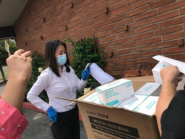 2020年4月29日,徐諾檢驗6000個醫療用口罩。(徐諾提供)