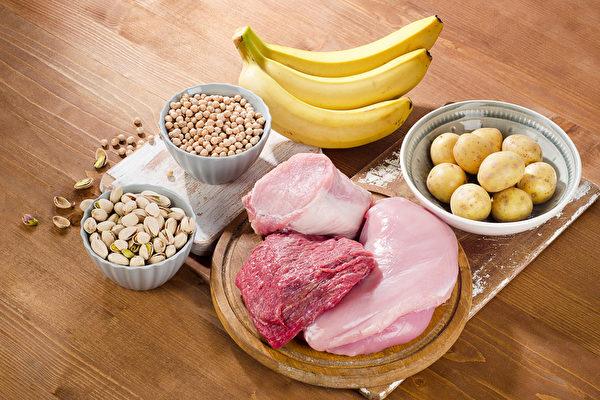 維他命B群中的B1、B6 和B12是調節情緒的最佳營養。(Shutterstock)