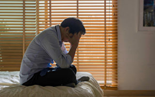 中年失業後,一些因素有可能引發失智症。(Shutterstock)