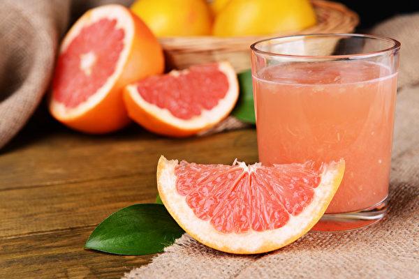 葡萄柚会与降血压药钙离子阻断剂产生交互作用。(Shutterstock)