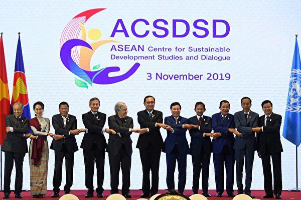 圖為2019年11月3日,上屆東盟峰會在泰國曼谷召開。(Manan VATSYAYANA / AFP)