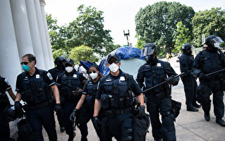 示威者在白宮外建黑宮自治區 警方週二清場