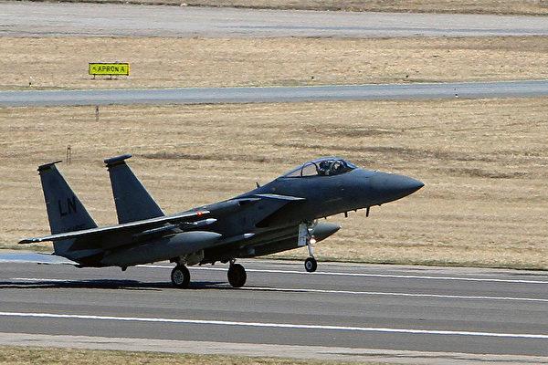 美军F-15C战机在北海坠毁 飞行员丧生