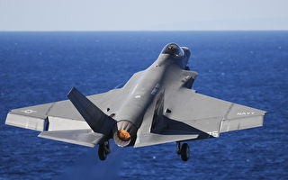 美航母以最小动力弹射F-35C战机 贴近海面