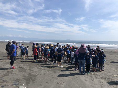 小燕鷗巡守淨灘於6月2號早上8點於岳明國小宣誓成立,隨後出發至無尾港海邊舉辦。