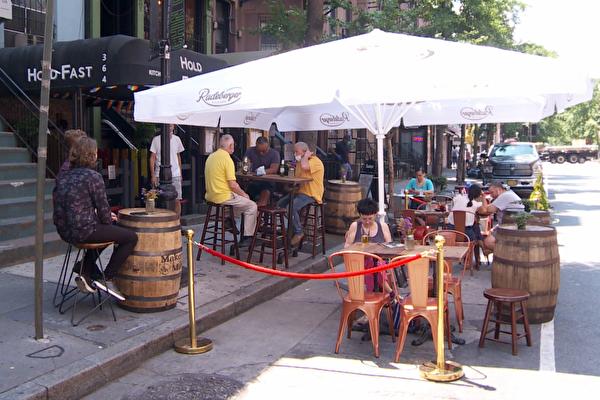 帮餐馆拉抬业绩 市府在封街路段开放户外用餐