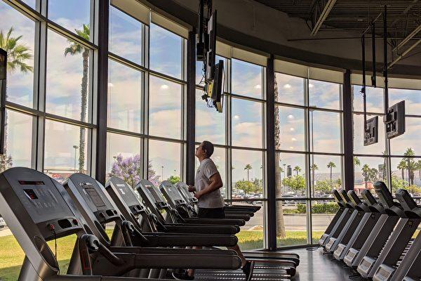 健身房重啟首日 民眾詢問觀望