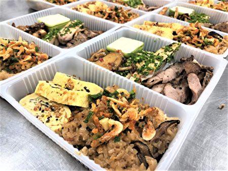 由國青社、調酒社負責製作中式便當,有黃金泡菜、櫻花蝦米糕、海苔玉子燒、紅燒獅子頭、馬告鹹豬肉、臘味雞腿捲。