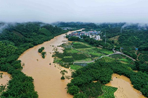 三峽大壩緊急洩洪 宜昌一片汪洋 習近平承認汛情嚴峻