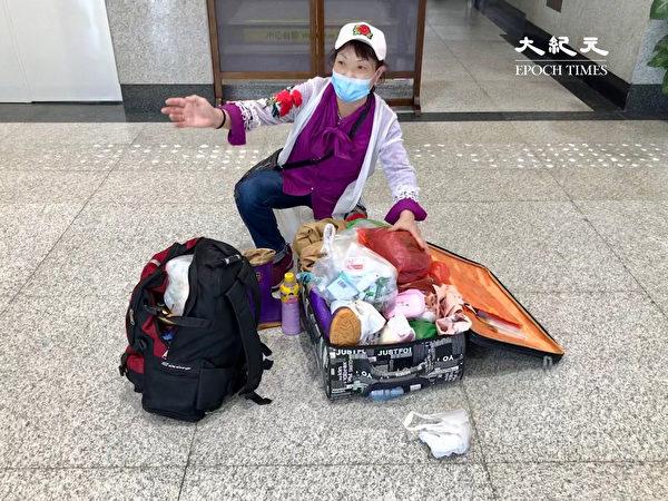 2020年6月18日,河北宣化一位50歲中年婦女,多年一直在鹽城某工地打工,每次回家她都需要在北京轉車,6月18號上午來到北京站後,卻被告知必須做核酸檢測才能出京。(大紀元)