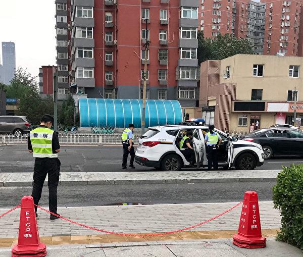 2020年6月25日,街上常見的,就是這些警察警車。(大紀元)