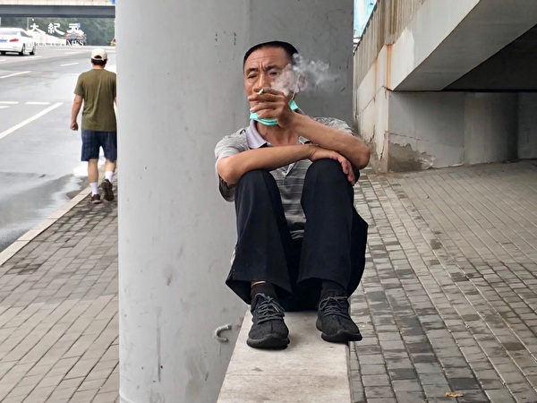 2020年6月25日,北京街頭的民工。(大紀元)