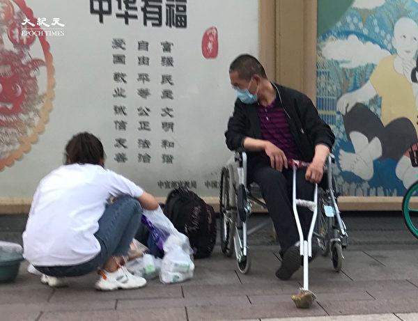 2020年6月25日,北京站的街頭一景。(大紀元)