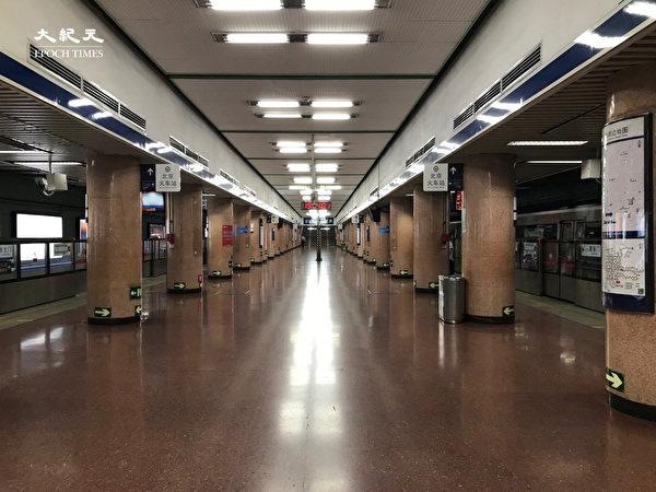 2020年6月25日,端午節地鐵北京站幾乎無人。(大紀元)