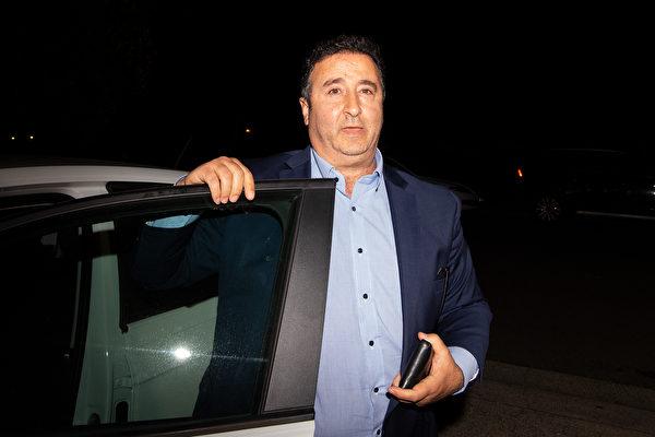 2020年6月26日晚,新州上議院工黨議員莫索爾曼(Shaoquett Moselmane)回到了位於悉尼Rockdale的家。當日清晨澳洲聯邦便衣警察搜查了他的住所。(Bianca De Marchi/AAP)