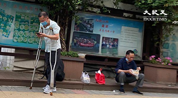 2020年6月27日,北京街頭的工人。(大紀元)