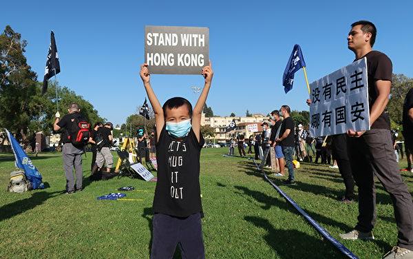 小朋友也站出來「撐」香港。(徐繡惠/大紀元)