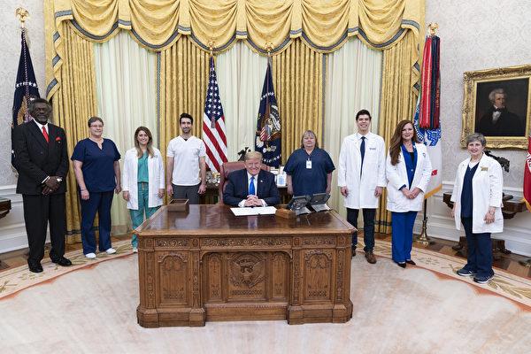 白宫发布川普年度体检报告:总统很健康