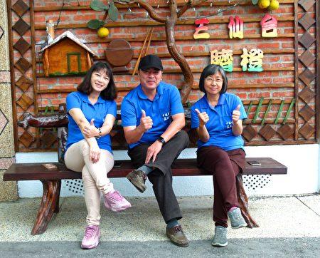 (由左至右)台东县政府农业处柳颉玲、旅行社老板阿吉、台东县农会督导杨素幸,三人携手打造台东农游专车。