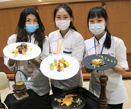 弘光科大西餐社製作的菜單--烙烤豬里肌佐松露醬、水煮鵪鶉蛋附綜合沙拉與荷蘭醬,舒肥雞胸附櫛瓜捲佐南瓜泥。