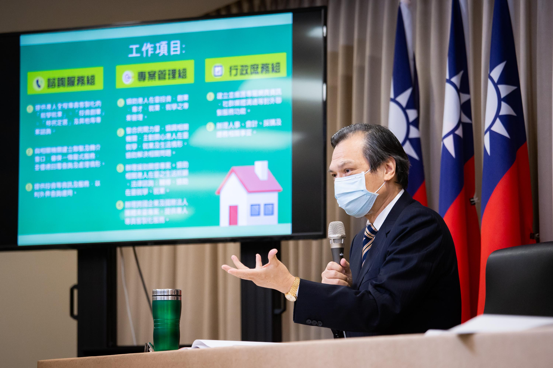 陸委會主委陳明通2020年6月18日召開記者會,公佈「香港人道援助關懷行動專案」。(陳柏州/大紀元)