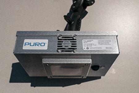 MTA于12日发布其应用便携式UVC(紫外线)机为车厢消毒的视频。图中银色小方盒为便携式UVC机。