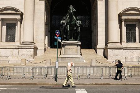 紐約市長白思豪同意移走美國自然歷史博物館入口前的老羅斯福總統雕像。