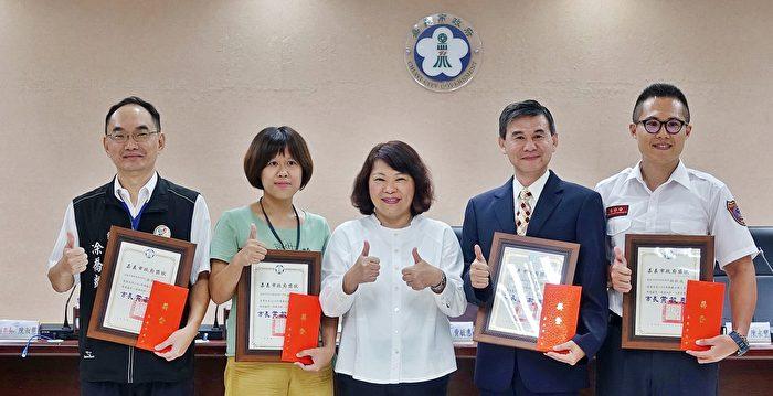 黃敏惠頒獎表揚2020年嘉義市府模範公務人員