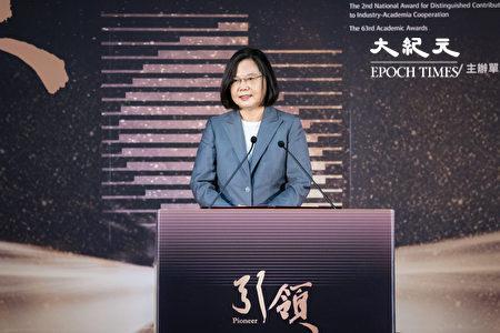 总统蔡英文9日表示,台湾逐渐回归正常生活步调,这要归功许多人的努力,包括学术界在生物、医药、公卫等领域长期累积的防疫能量,发挥关键作用。