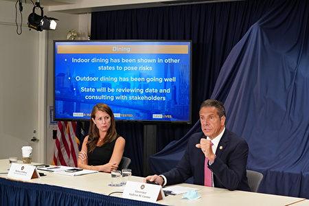 紐約州長庫默(右)表示,7月1日將決定紐約市第三階段復工是否恢復室內用餐。