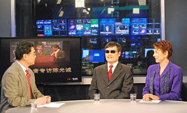 在瑞潔·利特瓊(Reggie Littlejohn)的幫助下,中國維權人士陳光誠抵達美國接受媒體採訪。(受訪者提供)