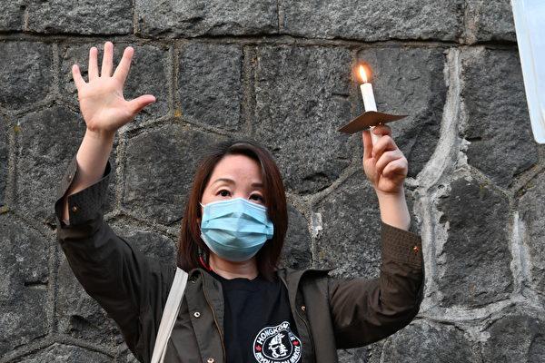 圖:溫支聯於6月4日晚在中領館前舉辦燭光集會,悼念六四屠殺31週年。 (邱晨/大紀元)