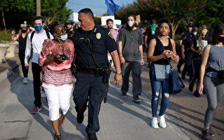 德州病例持續飆升 抗議者中出現陽性患者