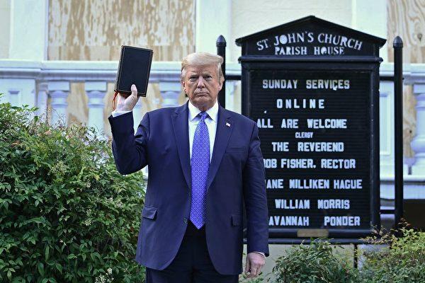 川普突率众走到教堂 持圣经喊话 震惊媒体
