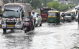 组图:印度遭尼萨加旋风侵袭 至少3死