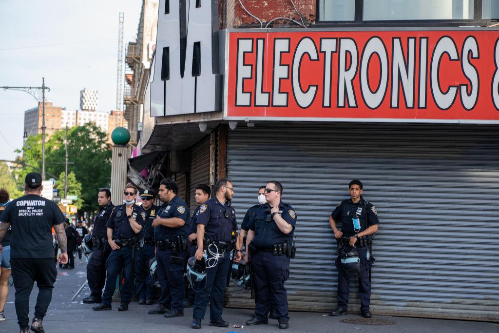 紐約警方披露 暴徒趁亂搶劫高檔奢侈品