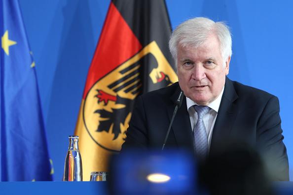 德部长怒怼选项党 法院判违反中立原则
