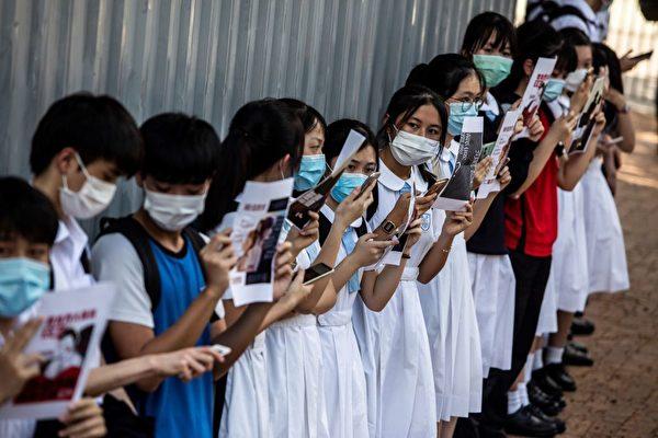 程晓容:中共黑手伸向香港校园 连首歌都怕