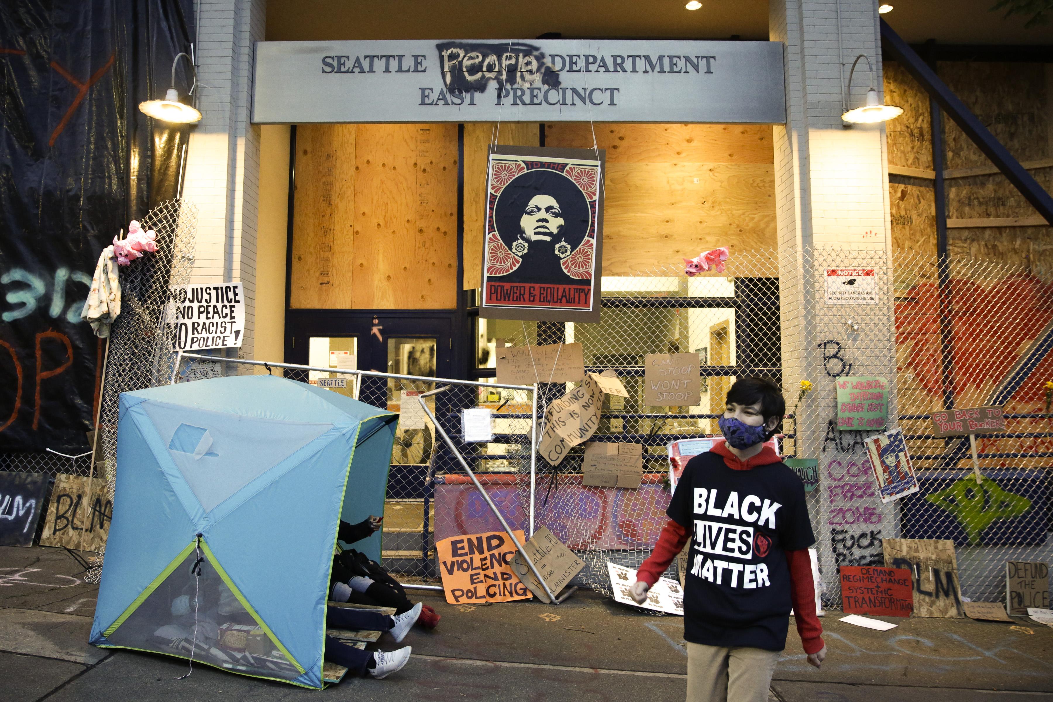 西雅圖「自治區」暴力案激增 警察局長憤怒