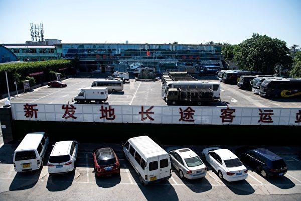 北京爆发群聚感染 省级客运19日起全部停运