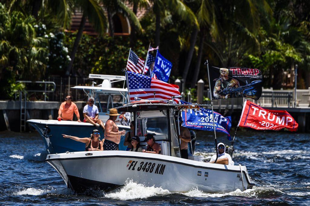 逾10萬推文祝福 數百遊艇遊行 為特朗普慶生